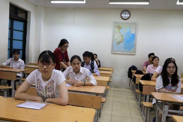 Học sinh thi vào lớp 10 Hà Nội sẽ làm đơn nếu muốn đổi khu vực tuyển sinh - Ảnh 1.