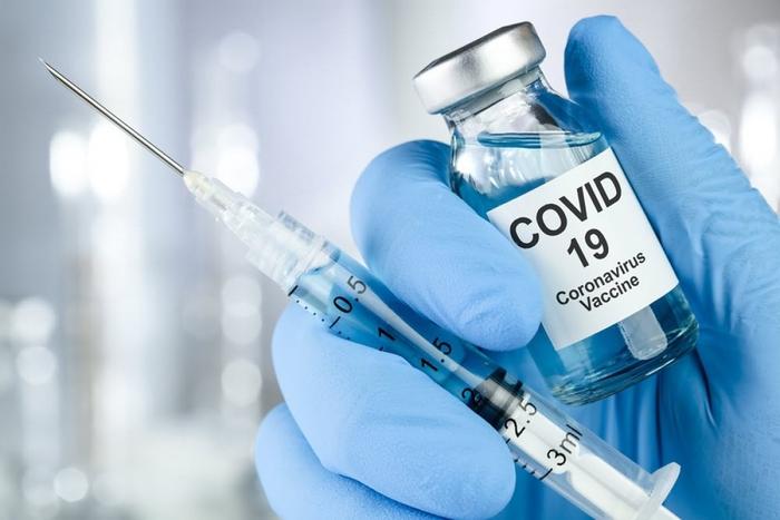 11 nhóm được ưu tiên tiêm vaccine Covid-19 tại Việt Nam - Ảnh 1.