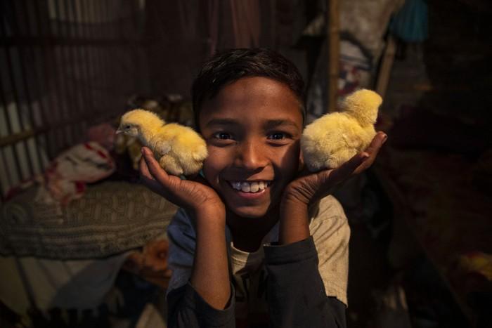 Cuộc sống thường ngày của một cậu bé nhặt rác ở Ấn Độ - Ảnh 12.