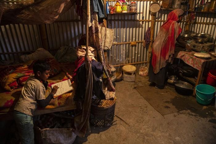 Cuộc sống thường ngày của một cậu bé nhặt rác ở Ấn Độ - Ảnh 13.