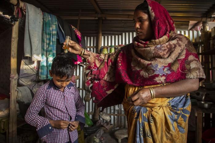Cuộc sống thường ngày của một cậu bé nhặt rác ở Ấn Độ - Ảnh 2.