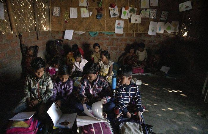 Cuộc sống thường ngày của một cậu bé nhặt rác ở Ấn Độ - Ảnh 3.