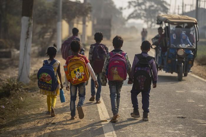 Cuộc sống thường ngày của một cậu bé nhặt rác ở Ấn Độ - Ảnh 7.