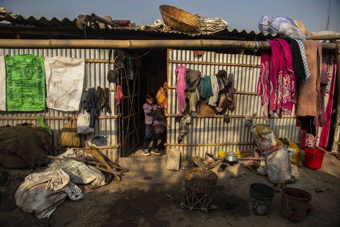 Cuộc sống thường ngày của một cậu bé nhặt rác ở Ấn Độ - Ảnh 8.