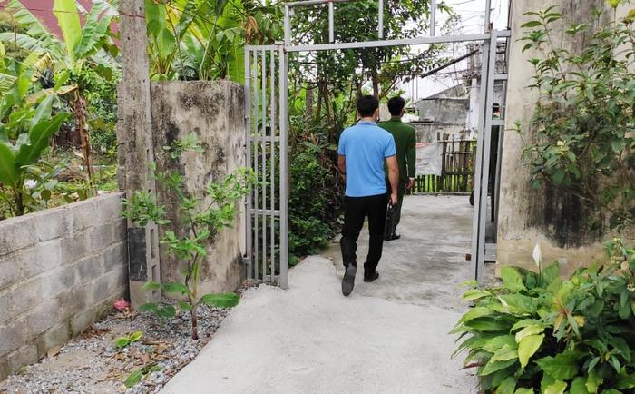Nghi phạm sát hại thiếu nữ 16 tuổi ở Hà Nam từng cầm dao truy sát bố đẻ - Ảnh 4.