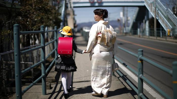 Các bà mẹ đơn thân Nhật Bản trong đại dịch Covid-19: Mất việc làm, thu nhập eo hẹp và hỗ trợ ít ỏi - Ảnh 1.