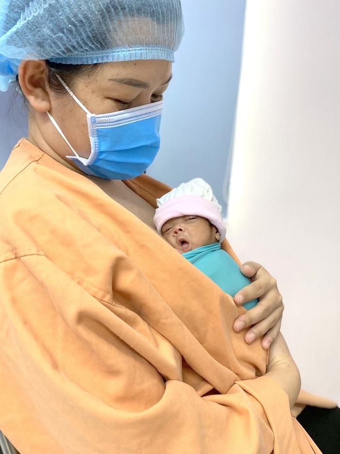 Nữ bác sĩ dành hết tình thương cho trẻ sơ sinh  - Ảnh 1.