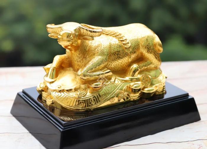 Độc đáo những bức tượng trâu vàng quà tặng Tết Tân Sửu 2021 - Ảnh 5.