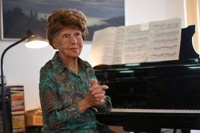 Nữ nghệ sĩ dương cầm 106 tuổi chuẩn bị phát hành album thứ 6 - Ảnh 1.