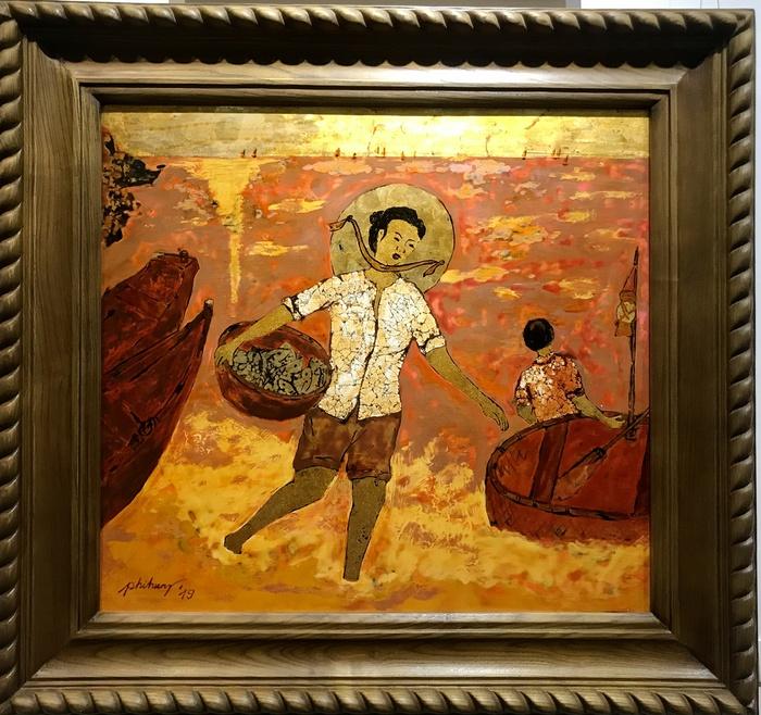"""""""Niềm vui nơi xóm chài """" - tranh sơn mài của Nguyễn Phi Hùng"""