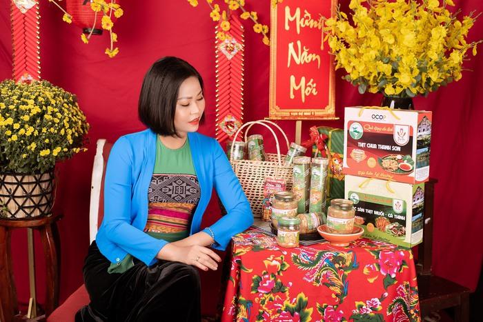 Nữ thạc sĩ đam mê gìn giữ đặc sản thịt chua Thanh Sơn của cha ông  - Ảnh 2.