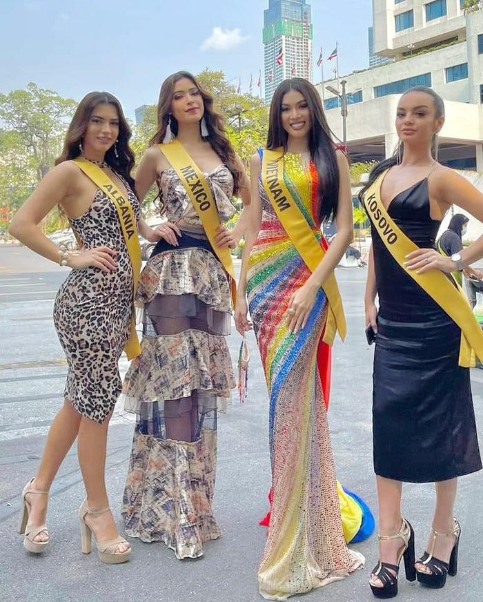 Học tập H'Hen Niê khi thi hoa hậu ở Thái Lan, Ngọc Thảo làm nức lòng fan với chiếc đầm ủng hộ LGBT  - Ảnh 4.