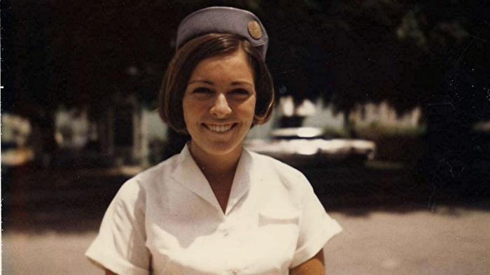 Tình yêu sét đánh của tiếp viên hàng không Pan Am và đặc vụ CIA - Ảnh 2.