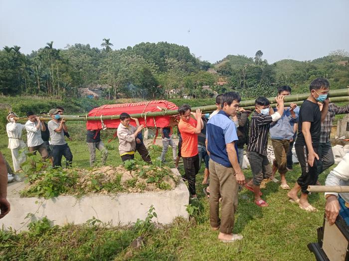 Vụ tai nạn khiến 7 người tử vong ở Thanh Hóa: Quặn thắt tiếng con thơ gọi mẹ - Ảnh 4.