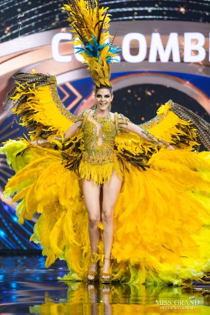 Ứng viên Hoa hậu Hòa bình mang cả chợ nổi, lá ngọc cành vàng, robot vào Trang phục truyền thống - Ảnh 7.