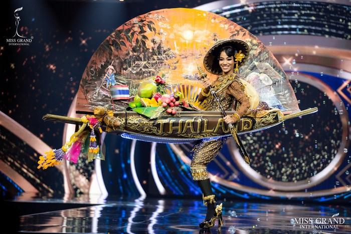 Ứng viên Hoa hậu Hòa bình mang cả chợ nổi, lá ngọc cành vàng, robot vào Trang phục truyền thống - Ảnh 10.