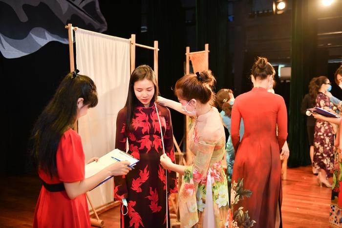 Chương trình đồng phục áo dài cho toàn thể diễn viên Nhà hát Kịch Việt Nam được đông đảo anh chị em nghệ sĩ hưởng ứng