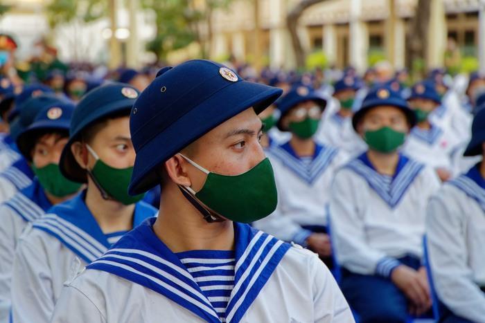 Tại điểm giao quân quận 5 có  468 tân binh của các quận 5, 6, 7, 11, Gò Vấp, Tân Bình, Bình Thạnh hòa cùng hơn 4600 thanh niên TPHCM lên đường nhập ngũ sáng nay -  ngày 3-3
