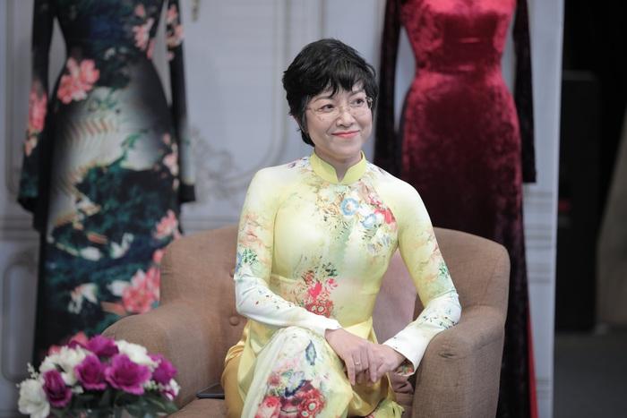 MC Thảo Vân luôn đồng hành cùng áo dài trong những chương trình chị tham gia