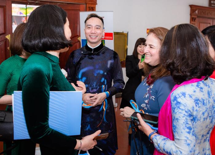 """NTK Đỗ Trịnh Hoài Nam đến với cuộc hành trình gắn liền với ba chữ """"áo dài Việt"""" của mình cùng những khát khao làm đẹp cho đời, bằng sứ mệnh trở thành bức tường thành giữ gìn và nơi chắp cánh cho áo dài chạm tới những nền văn hóa quốc tế"""