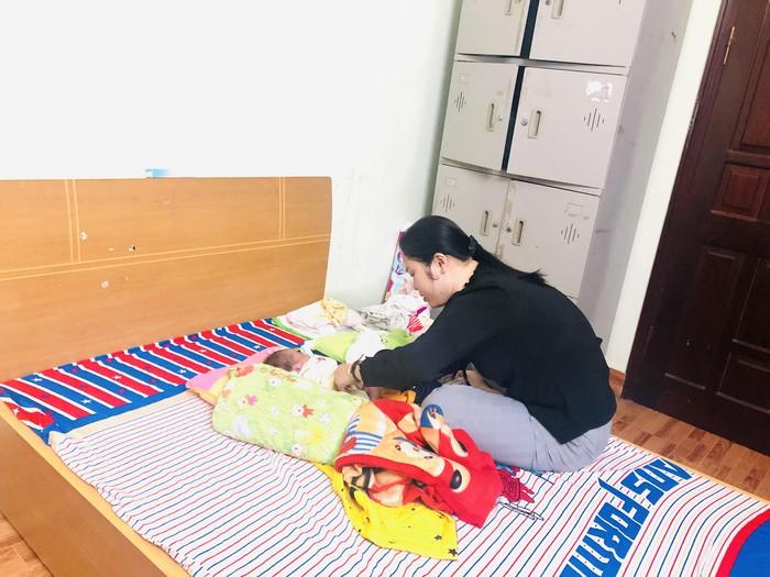 Báo PNVN hỗ trợ 4 đứa trẻ sơ sinh trong đường dây mua bán người - Ảnh 1.