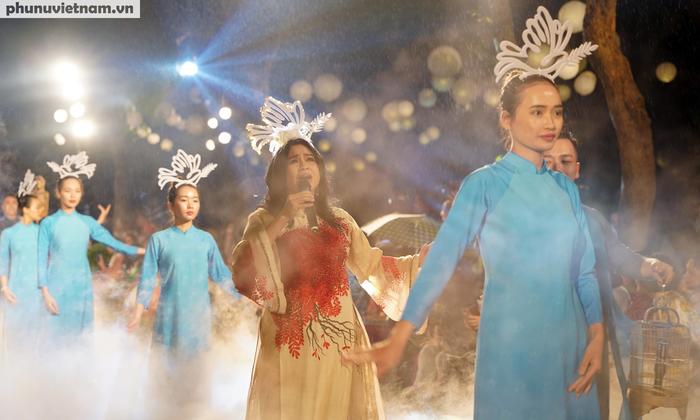 """Lung linh đêm trình diễn """"Thế giới trong Áo dài Việt"""" - Ảnh 4."""