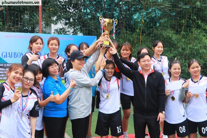 Hội LHPNVN vô địch giải bóng đá nữ Đoàn Thanh niên  khối các cơ quan Trung ương - Ảnh 9.