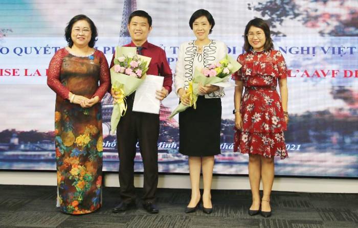 Pháp trao Huân chương Sĩ quan Công trạng quốc gia cho PGS.TS Nguyễn Thị Ngọc Dung - Ảnh 2.