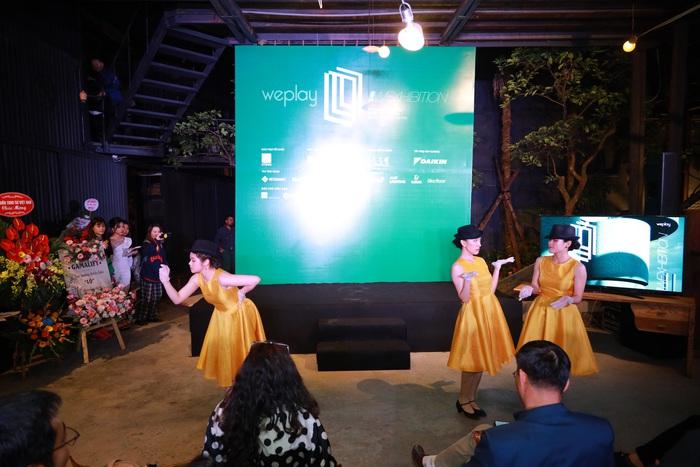 Màn biểu diễn mang phong cách Theatre Jazz Dance của Linh An thể hiện hành trình sáng tác nghệ thuật của người nghệ sĩ và đề cao tinh thần đồng đội