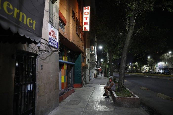 """Bị đại dịch """"dồn vào đường cùng"""", phụ nữ Mexico quay lại con đường mại dâm - Ảnh 17."""
