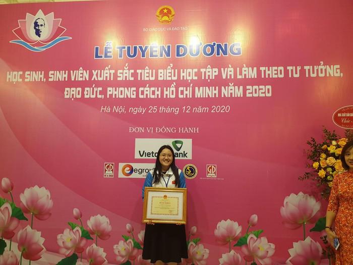 Cô sinh viên Thủy Lợi với bộ sưu tập các giải thưởng toán học - Ảnh 2.