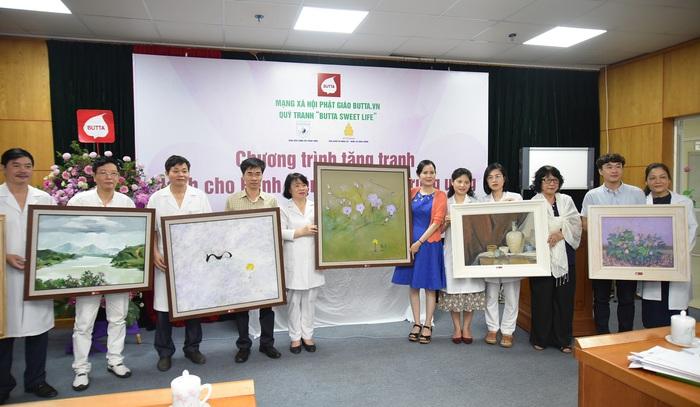 Quỹ tranh Butta sweet life trao tặng 35 bức tranh cho BV Châm cứu TƯ - Ảnh 1.