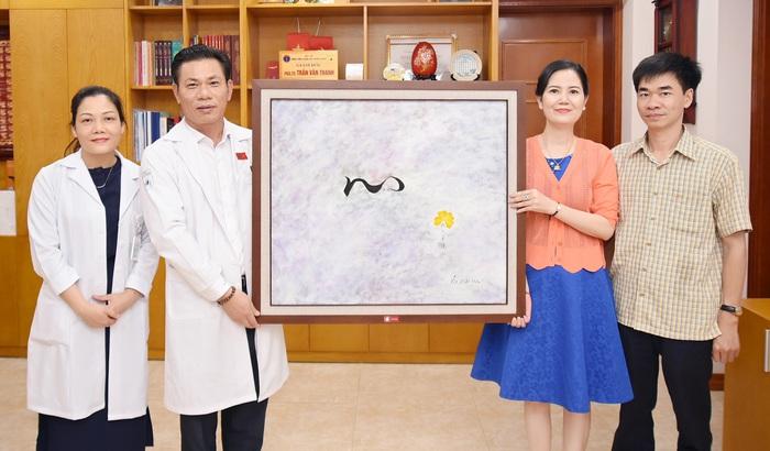 Quỹ tranh Butta sweet life trao tặng 35 bức tranh cho BV Châm cứu TƯ - Ảnh 2.