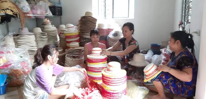 """Phụ nữ Nam Định: """"Nổi bật"""" với hơn 2.000 tuyến đường hoa - Ảnh 3."""