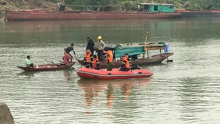 Nữ sinh lớp 10 để lại xe đạp trên cầu, nhảy xuống sông Lam tự vẫn - Ảnh 1.