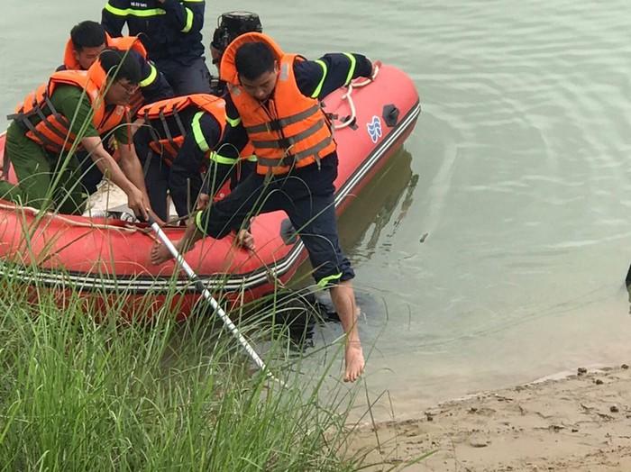 Nữ sinh lớp 10 để lại xe đạp trên cầu, nhảy xuống sông Lam tự vẫn - Ảnh 2.
