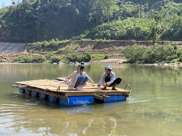 Hoa hậu Đỗ Thị Hà trèo đèo lội suối bị vắt cắn khi làm dự án nhân ái - Ảnh 4.