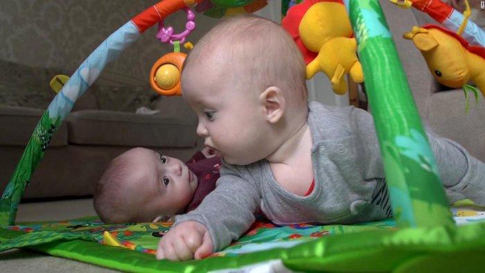 Người phụ nữ tiếp tục mang thai khi đang trong giai đoạn thai kỳ - Ảnh 3.