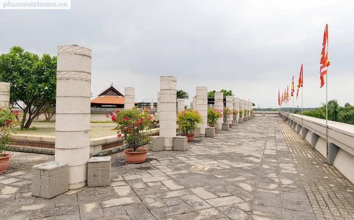 TPHCM: Người dân dâng hương tưởng nhớ các Vua Hùng trước ngày Giỗ Tổ - Ảnh 3.