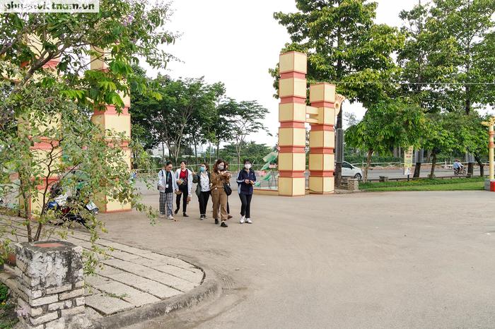 Từ khi khánh thành từ năm 2009 đến nay, đông đảo  bạn trẻ đã biết và đến công viên Lịch sử Văn hóa Dân tộc để tham quan và dâng hương trong ngày Giỗ Tổ