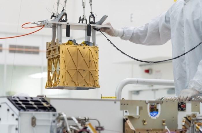 Tàu thám hiểm của NASA lần đầu tiên tạo ra oxy trên sao Hỏa - Ảnh 1.
