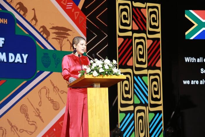 Đàm Vĩnh Hưng, Uyên Linh, Văn Mai Hương cùng dàn sao Việt hát mừng Quốc khánh Cộng hòa Nam Phi - Ảnh 3.