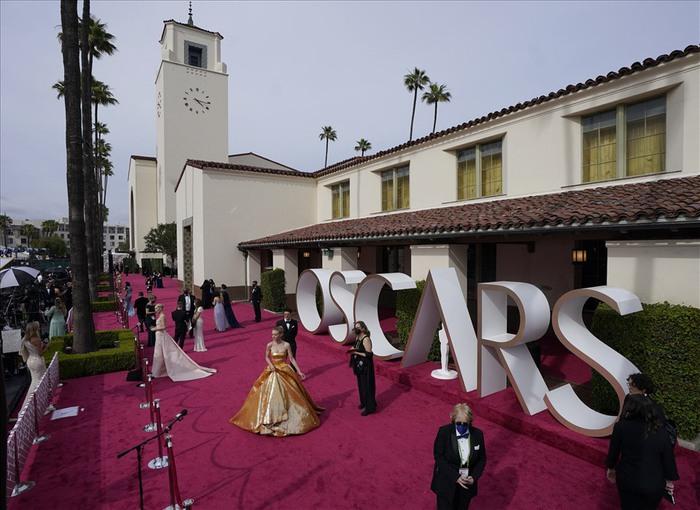 Lễ trao giải Oscar 2021: Nữ đạo diễn Triệu Đình đi vào lịch sử - Ảnh 4.