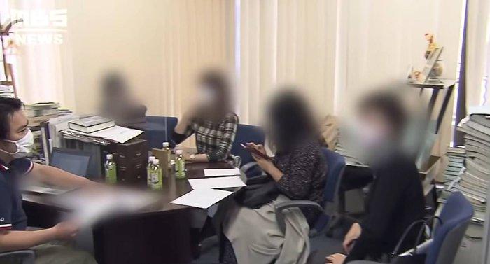 Nhân viên bán hoa sen hẹn hò cùng lúc với 35 phụ nữ để  trục lợi - Ảnh 2.