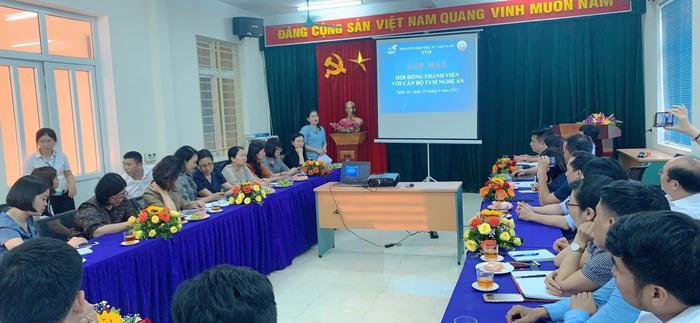 Phó Chủ tịch Hội LHPNVN, Chủ tịch Hội đồng thành viên TYM Đỗ Thị Thu Thảo thăm và tặng quà phụ nữ, trẻ em tại Nghệ An - Ảnh 2.