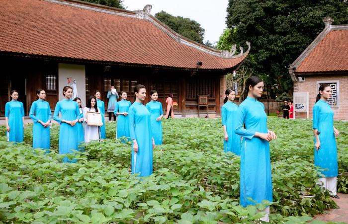 NTK Minh Hạnh là người có công rất lớn trong việc nâng tầm của áo dài Việt. Chị cũng chính là người đã thiết kế mẫu áo dài đồng phục của cán bộ Hội LHPN Việt Nam với màu xanh da trời và hình ảnh  chim bồ câu tung cánh ngậm nhành lúa vàng - biểu trưng cho hòa bình trong cuộc sống ấm no, thịnh vượng