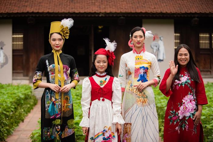 """Sự kiện """"Áo dài của chúng ta – Thế giới trong áo dài Việt"""" sẽ diễn ra tại Văn Miếu – Quốc Tử Giám vào lúc 19h30 ngày 9/4/2021. Tại chương trình, các NTK sẽ giới thiệu 15 bộ sưu tập lấy ý tưởng từ văn hóa của 15 quốc gia với 600 bộ áo dài tới công chúng"""
