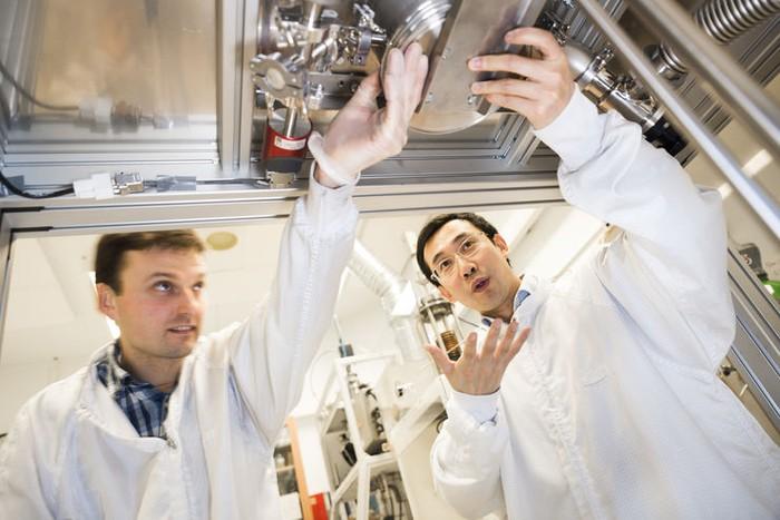 Ra đời vật liệu giúp tách hydro từ nước - Ảnh 1.