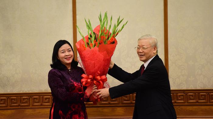 Tổng Bí thư trao quyết định phân công hai nữ Trưởng Ban Tổ chức Trung ương và Trưởng Ban Dân vận Trung ương - Ảnh 1.