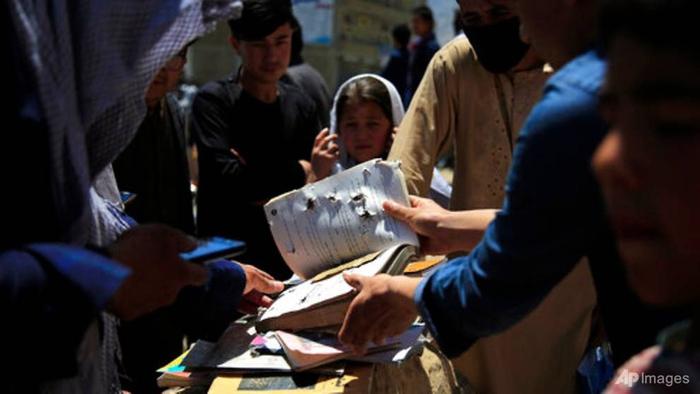 37 nữ sinh thiệt mạng trong vụ tấn công đẫm máu ở Afghanistan - Ảnh 2.